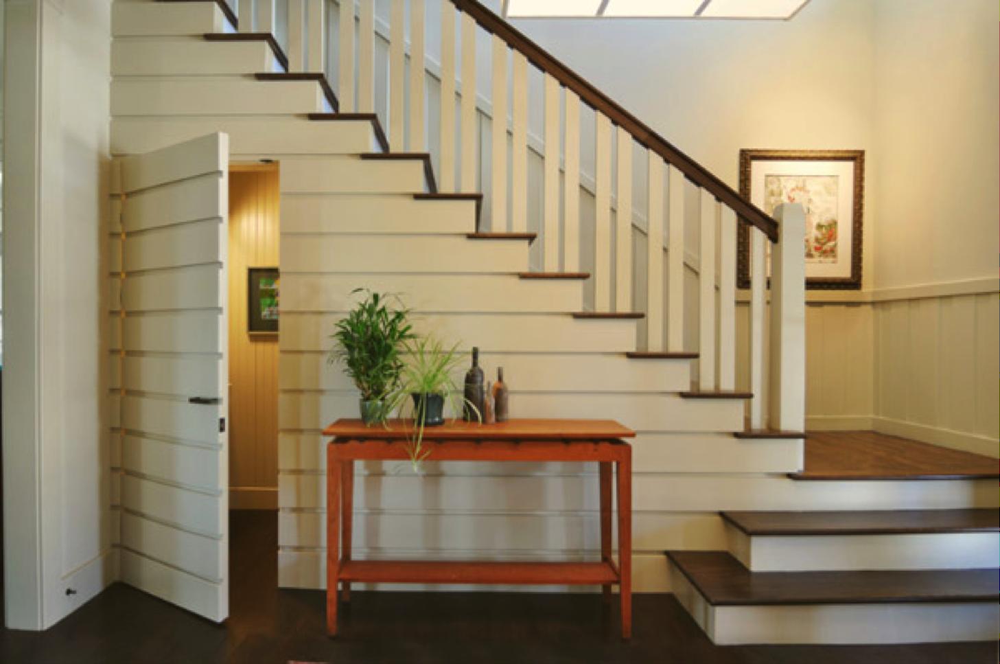 C mo aprovechar el espacio bajo la escalera the for Medios banos debajo de escaleras