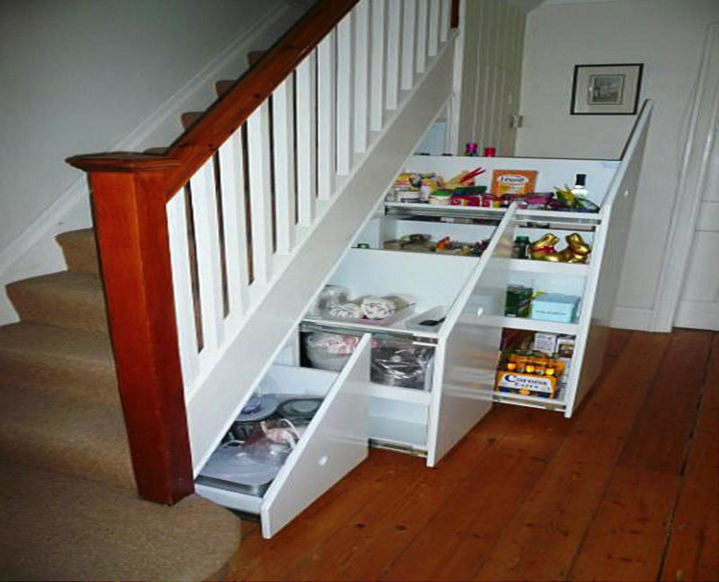 ¿Cómo aprovechar el espacio bajo la escalera? - The ...